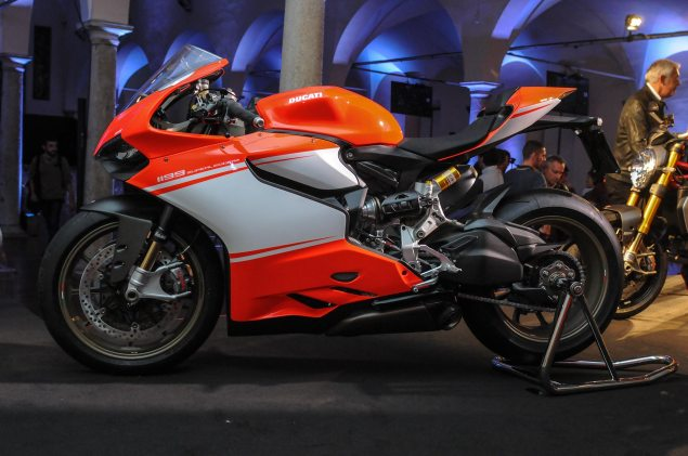 Video: An Intimate Look at the Ducati 1199 Superleggera Ducati 1199 Superleggera EICMA detail 33 635x421