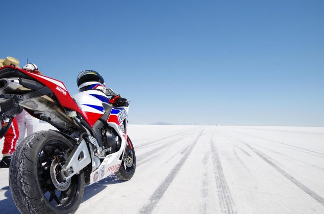 Video: Setting a Land Speed Record on a Stock CBR600RR Shunji Yokokawa Honda Bonneville land speed record 635x420