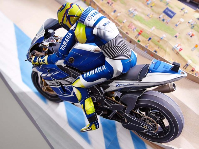 Reliving Rossis Corkscrew Pass on Stoner...with Paper Yamaha Papercraft Rossi Corkscrew pass 08