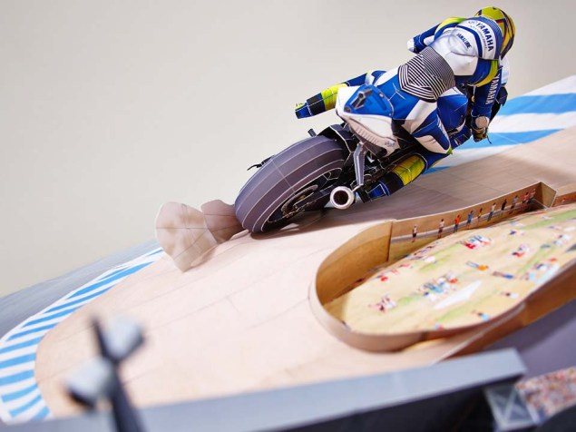 Reliving Rossis Corkscrew Pass on Stoner...with Paper Yamaha Papercraft Rossi Corkscrew pass 22
