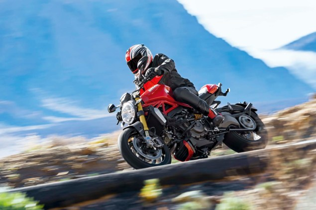 2014-Ducati-Monster-1200-action-07