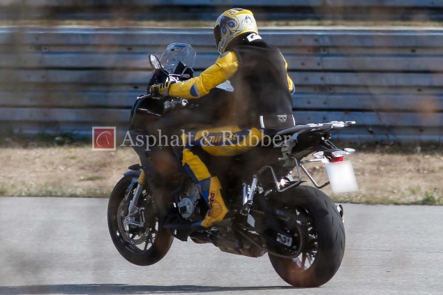 BMW S1000F Spotted in the Wild BMW S1000F spy photos 01 635x423