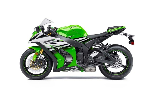 2015 Kawasaki Ninja ZX 10R   Celebrating 30 Years of Ninja 2015 Kawasaki Ninja ZX 10R 30th Anniversary 07 635x425