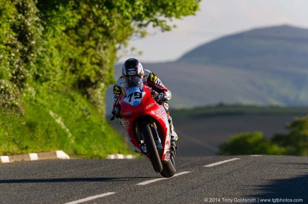 IOMTT: Cronk y Voddy with Tony Goldsmith Cronk y Voddy Straight Isle of Man TT 2014 Tony Goldsmith 05 635x422