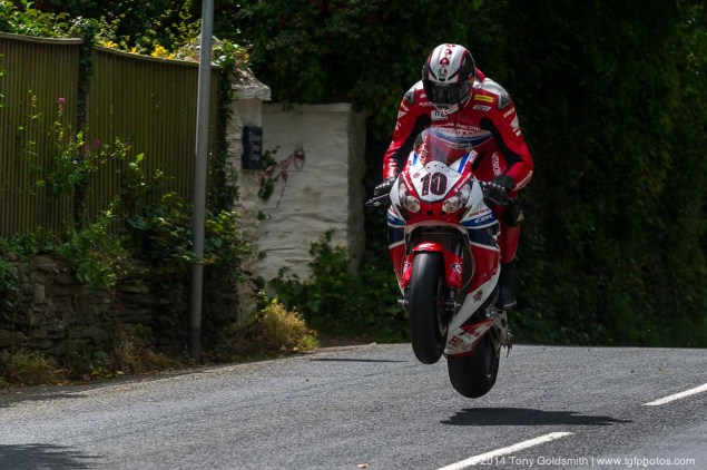 IOMTT: Ballaugh Bridge & Ballacrye with Tony Goldsmith 2014 Isle of Man TT Ballacrye Tony Goldsmith 04 635x422
