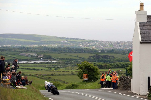 IOMTT: Kates Cottage with Richard Mushet 2014 Isle of Man TT Kates Cottage Richard Mushet 02 635x423