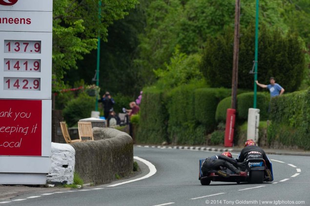 IOMTT: Union Mills & Grandstand with Tony Goldsmith 2014 Isle of Man TT Union Mills Tony Goldsmith 04 635x422