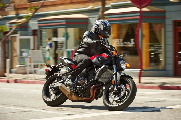 2015-Yamaha-FZ-07-action-14