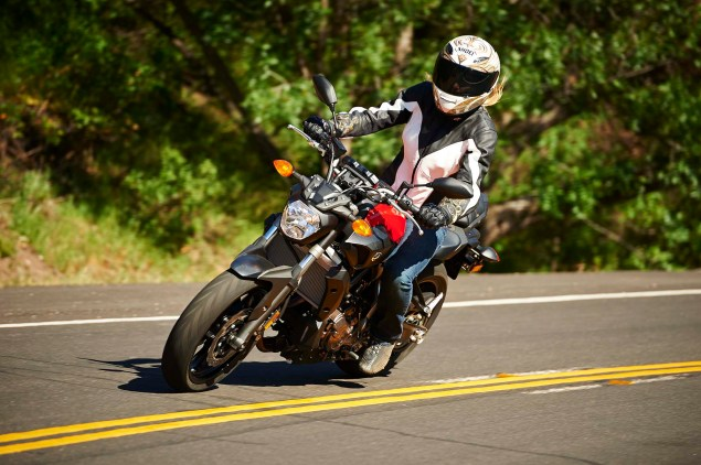 2015-Yamaha-FZ-07-action-21