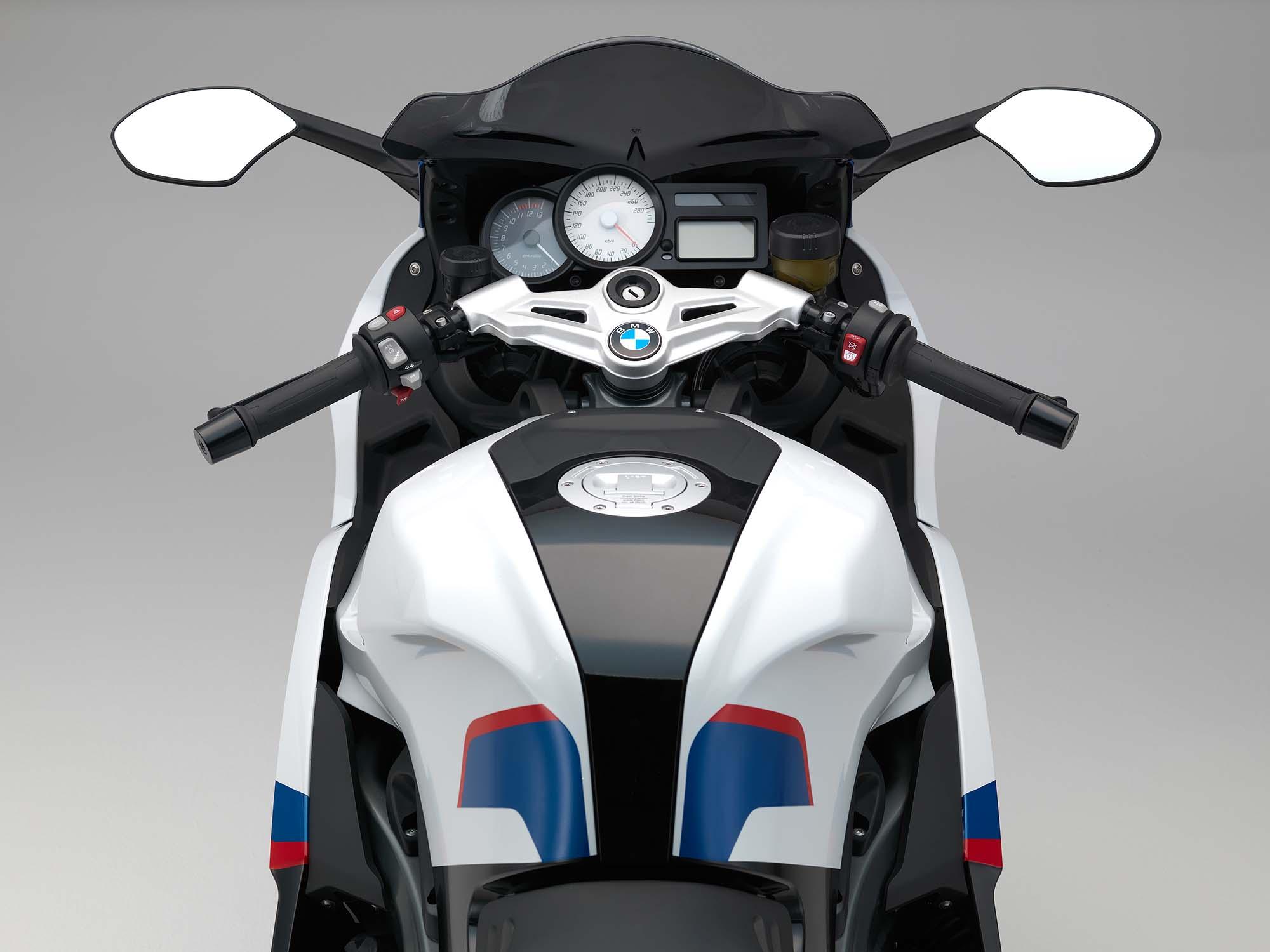http://i2.wp.com/www.asphaltandrubber.com/wp-content/uploads/2014/07/2015-BMW-K1300S-06.jpg