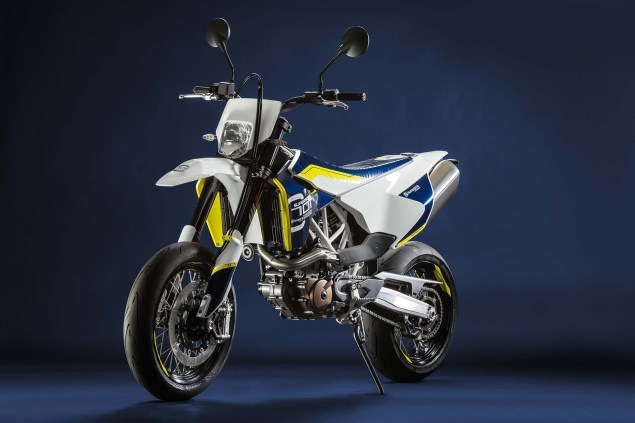 2015 Husqvarna 701 Supermoto   690cc of Street Hooligan 2015 Husqvarna 701 supermoto 05 635x423