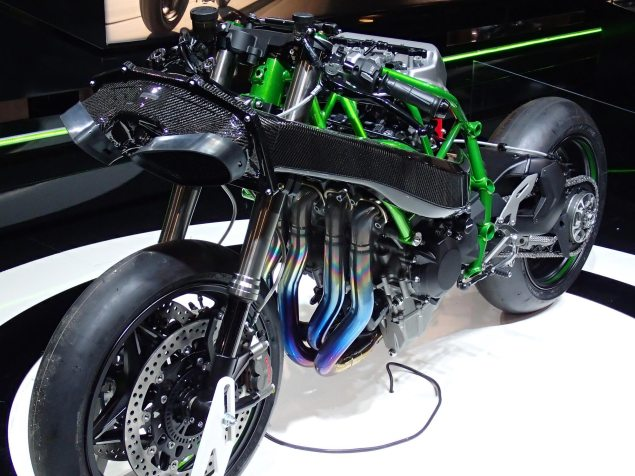 Up Close with the Kawasaki Ninja H2 Kawasaki Ninja H2 EICMA Rob Harris 1 635x476