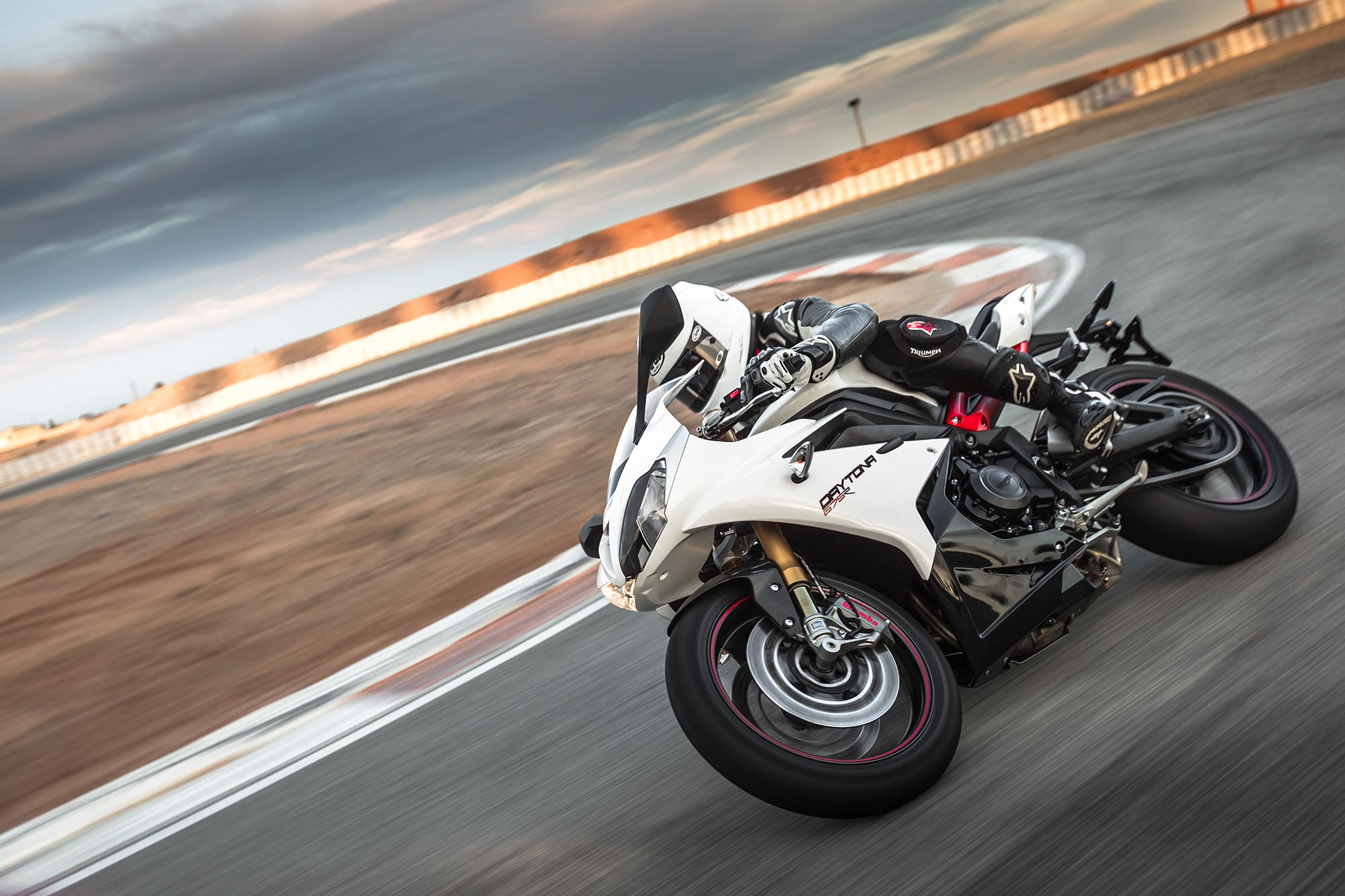 recall triumph daytona 675 r speed triple r asphalt rubber. Black Bedroom Furniture Sets. Home Design Ideas
