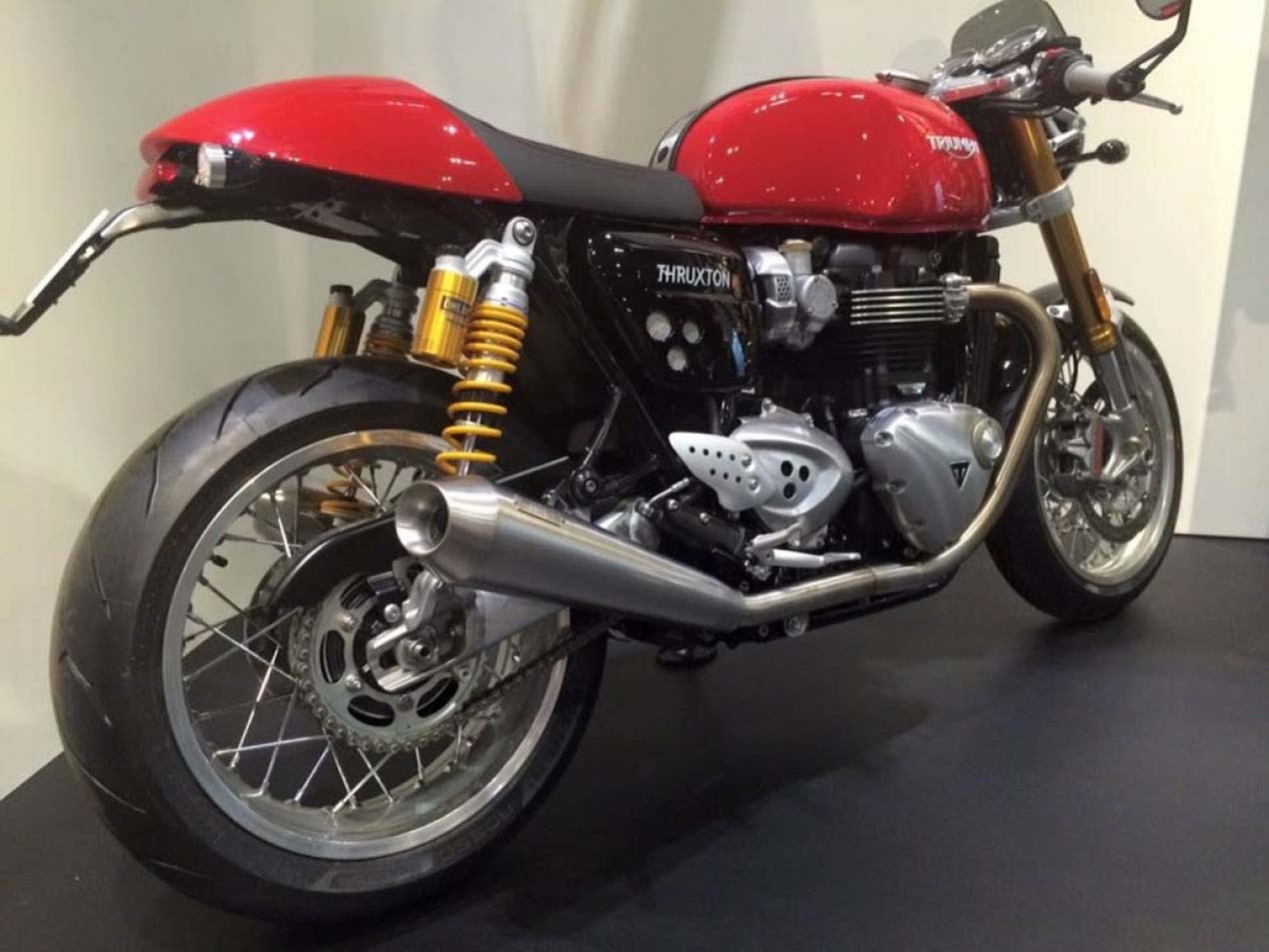 triumph thruxton gets updated for 2016. Black Bedroom Furniture Sets. Home Design Ideas