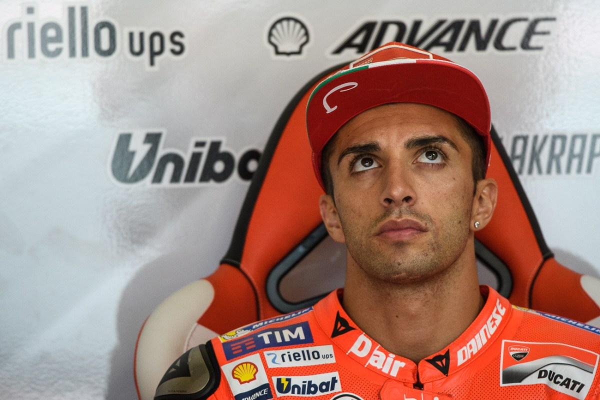 Here's Andrea Iannone Breaking into a Car with a Hammer