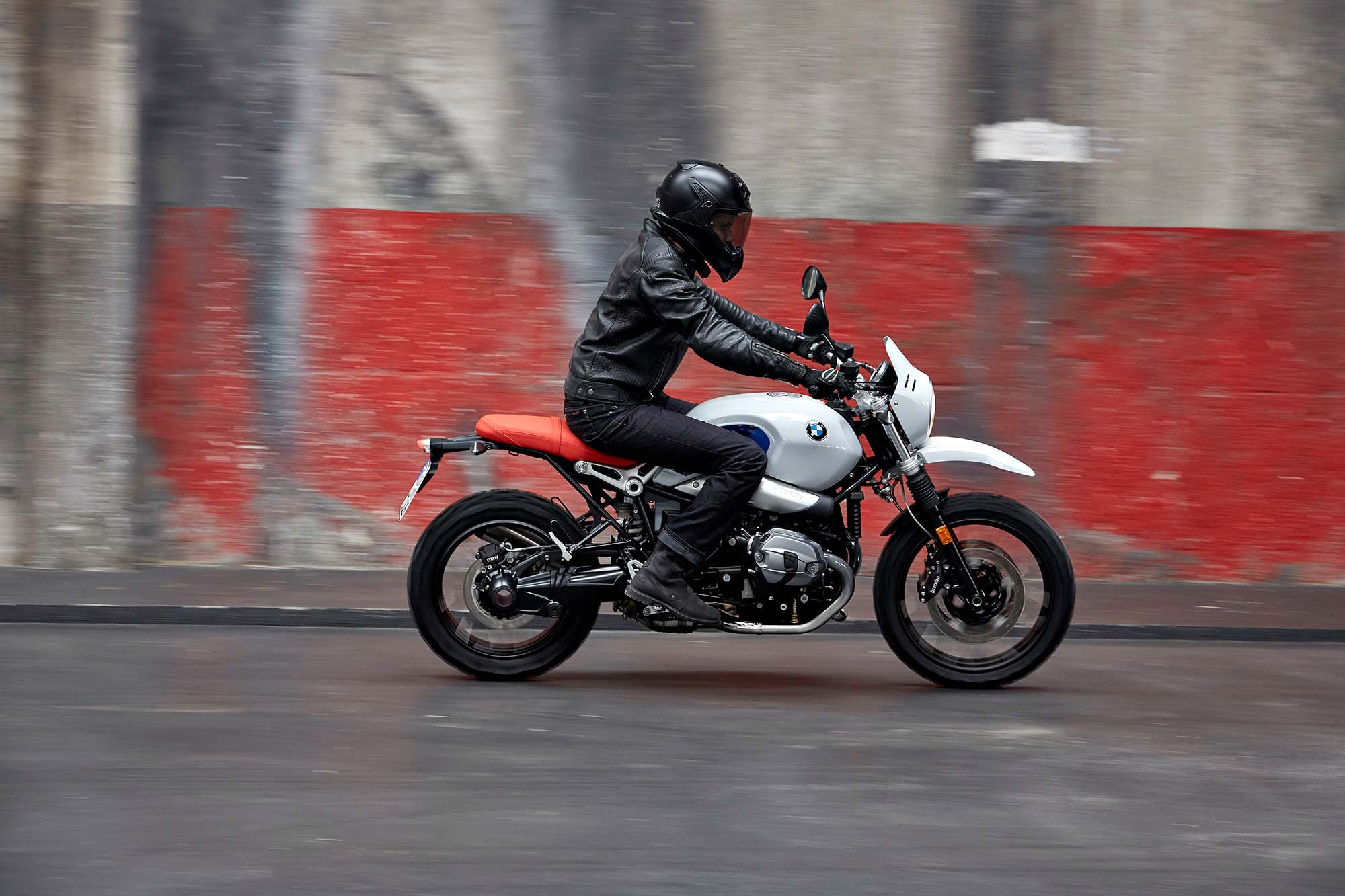 the bmw r ninet urban g s helps us remember when the dakar. Black Bedroom Furniture Sets. Home Design Ideas