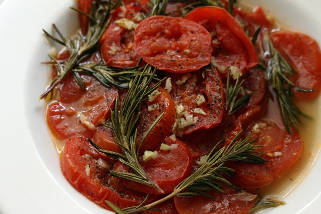 roasted tomatoes med close up