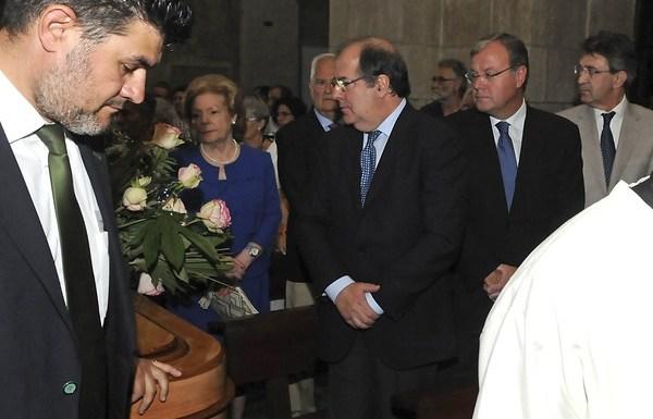 El presidente de la Junta de Castilla y León, Juan Vicente Herrera, asiste al funeral por la etnógrafa leonesa Concha Casado / CARLOS. S. CAMPILLO.