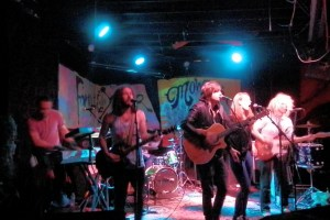 Live Review & Picture Book: The Mowgli's & Family of the Year at The EARL 3/26