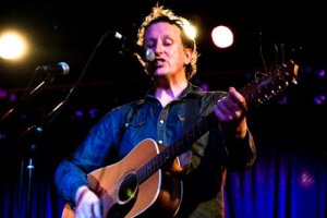 Picture Book: David Kilgour at Smith's Olde Bar, August 23