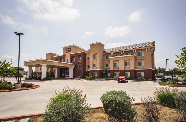 Fairfield Inn & Suites Tulare