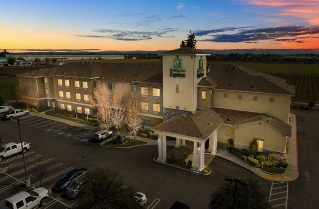 Holiday Inn Express (Lodi)