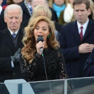 Beyonce-Knowles-lip-synching-national-anthem
