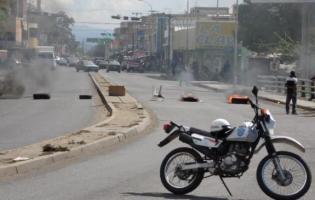 SE REGISTRAN PROTESTAS EN CARORA LA TARDE DEL JUEVES (FOTOS)