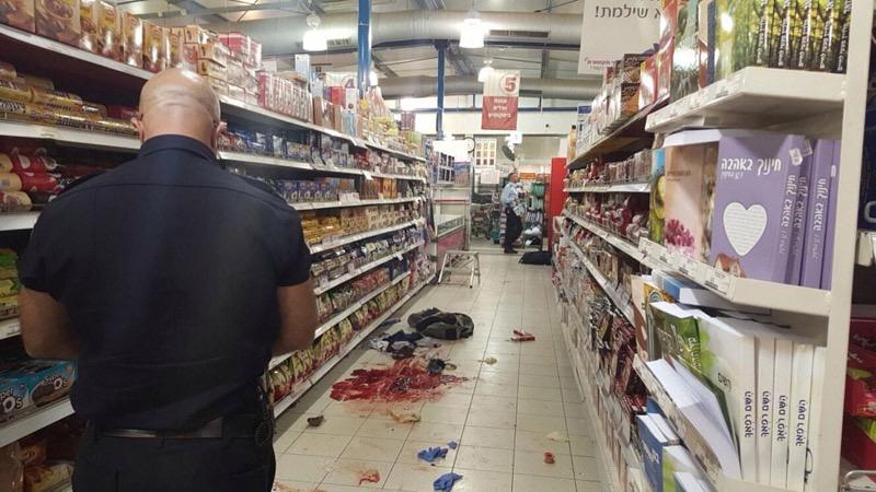 Nach einem Terroranschlag im Sha'ar Binyamin Rami Levy Supermarkt. Foto Israel Police.