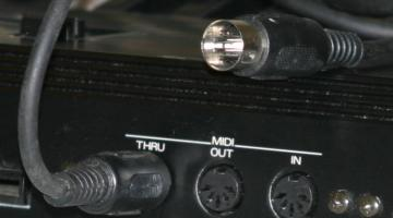 Midi_ports_and_cable[1]
