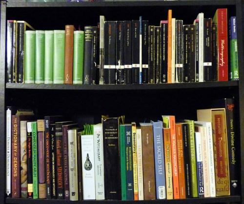 bookshelf-845288_640