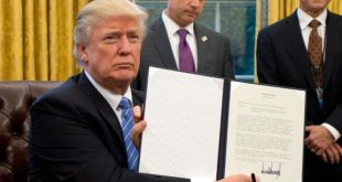 川普还签署另两项行政命令,冻结雇用联邦工人,及打击帮助堕胎的外国非政府组织。(GettyImages)