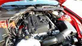 Motor bem alojado, interresfriador ar-água no coletor simplifica mangueiras