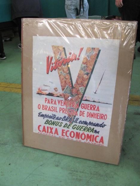 Cartaz pedindo empréstimo da população para financiar esforço de guerra