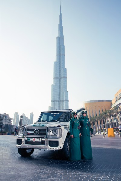 Police in Dubai Shows Off with Brabus 700 Widestar [VIDEO]