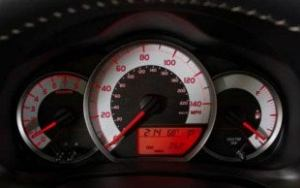 2012 Toyota Yaris gauges