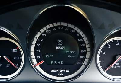 Leasing samochdou nowego - prędkościomierz AMG