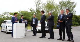 G7 leaders at the presentation before the test-drive