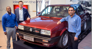 Thomas Schaefer, Chairman and Managing Director: Volkswagen Group South Africa (second left), admiring the 1991 Volkswagen Jetta 2 at the VWSA AutoPavilion.