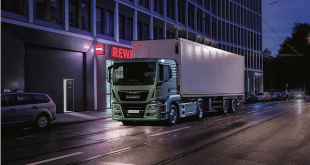 The sound of silence – electrically-driven MAN truck supplying a super-market during the night.