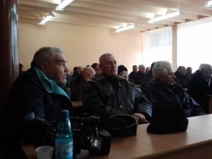 pensionarii-mineri-primesc-banii-de-la-cnh1343822886