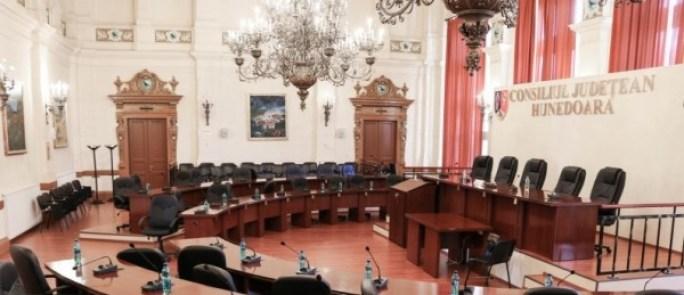 consiliul-judetean-sala-goala-2-794x529