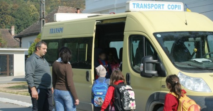 transport-elevi