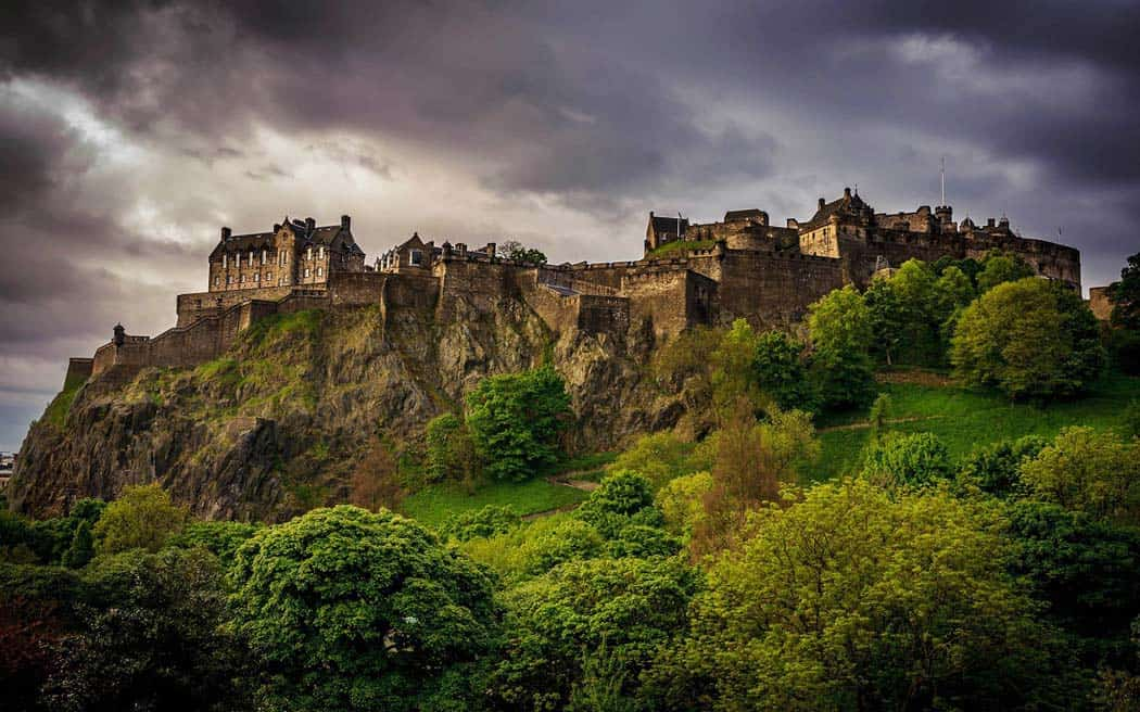 Gorgeous Scottish Castle! Click through to see 28 mind blowing photos of Scotland! - Avenly Lane Travel