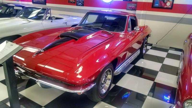 This beautiful 427 is an eye catcher!