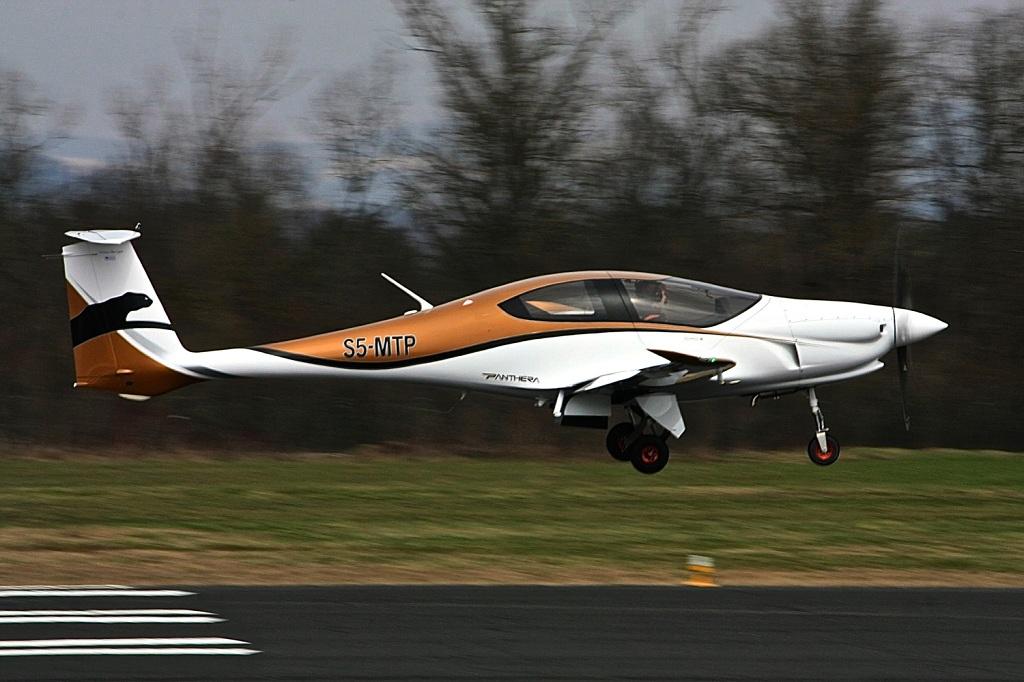 Panthera decolando para seu primeiro voo. Imagem: Pipistrel