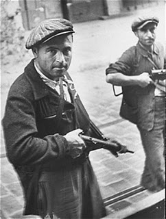 Jewish-Fighters-during-Warsaw-Ghetto-Uprising-1943