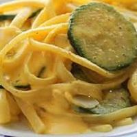 Tagliolini con crema di uova e zucchine