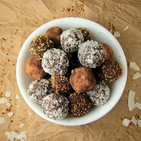 Healthy Dark Chocolate Truffles