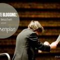 Dirigent leitet ein Orchester